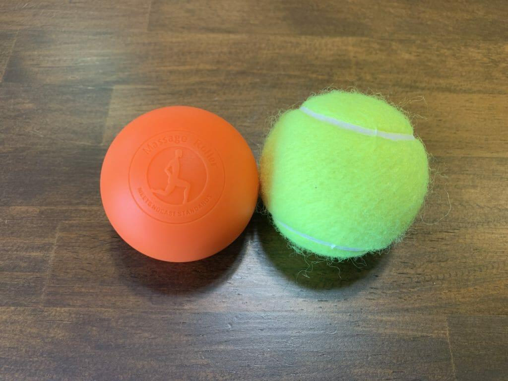 テニスボールとマッサージボール