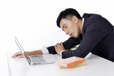 仕事中の眠たくなる問題は、糖質摂取のコントロールで解決