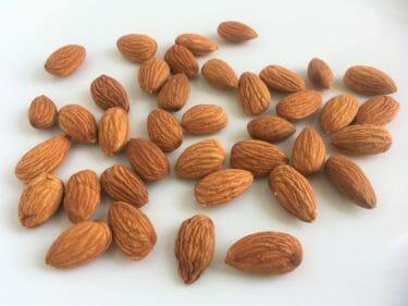 アーモンドは、一日に何粒食べれば、健康によいのか?