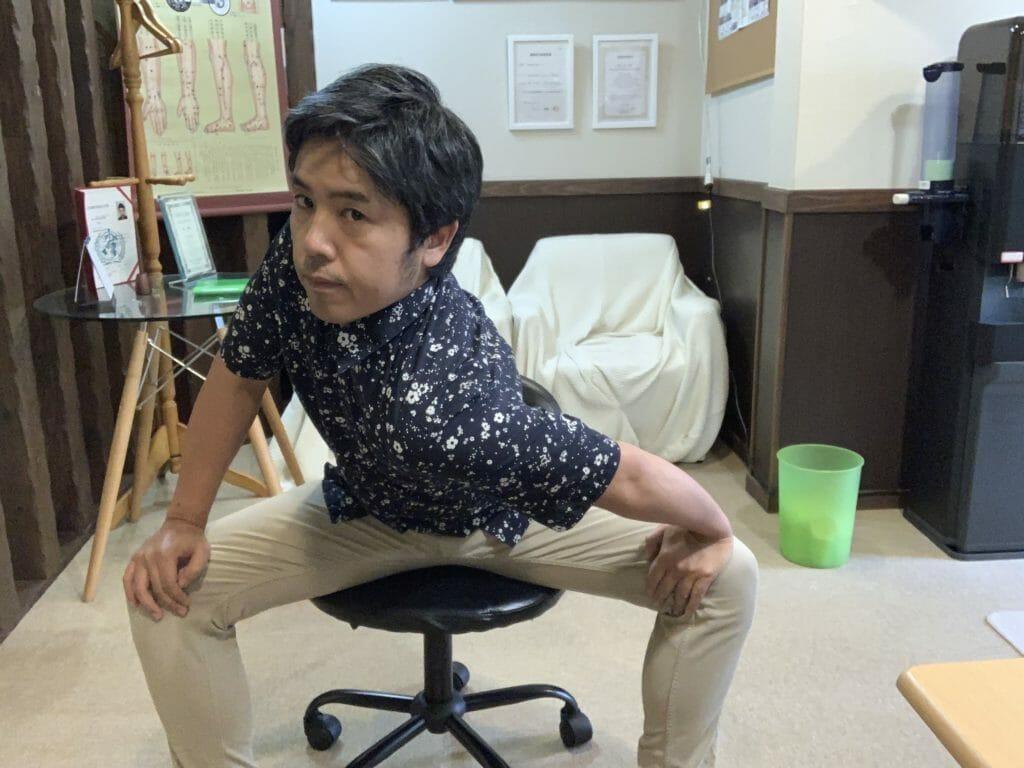 デスクワーク時の椅子に座ってできるストレッチ