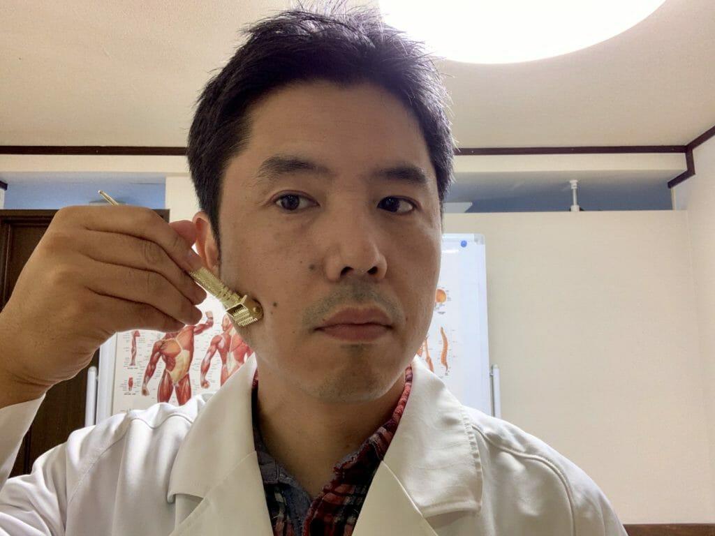 ローラー鍼の顎のセルフケア
