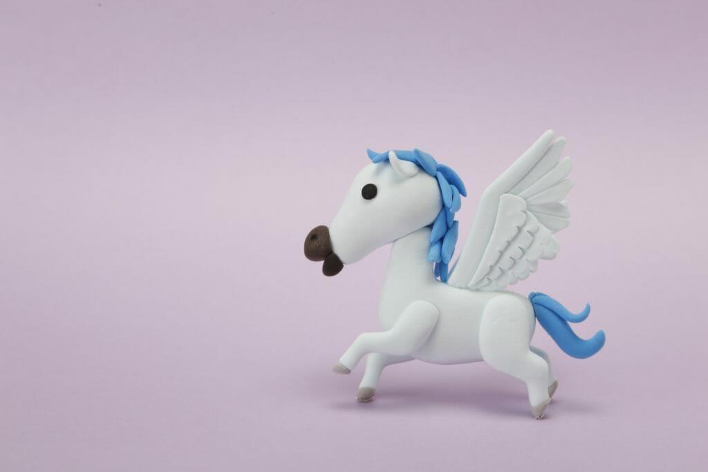 空飛ぶ馬を信じる子どもと信じない大人