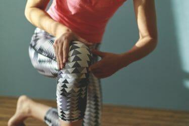 膝の外側の痛みが軽くなるセルフケア8選【ランナー膝】