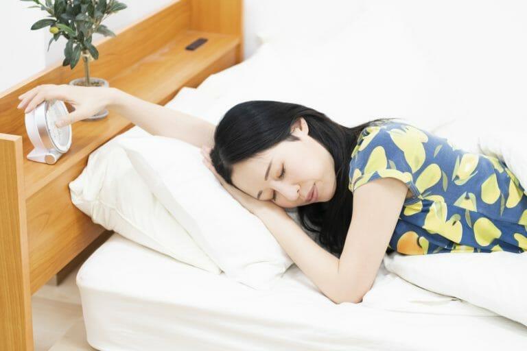 枕の高さを首が痛くならないように調節する方法