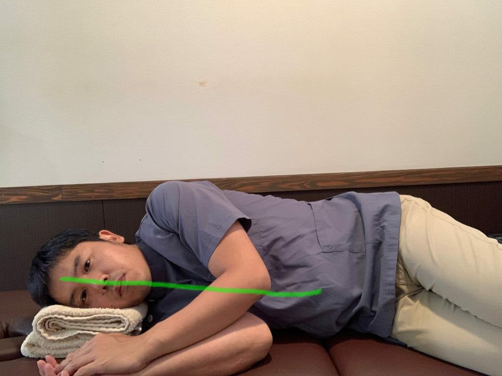 顔の中心線が、比較的にまっすぐだと、首は痛めにくい