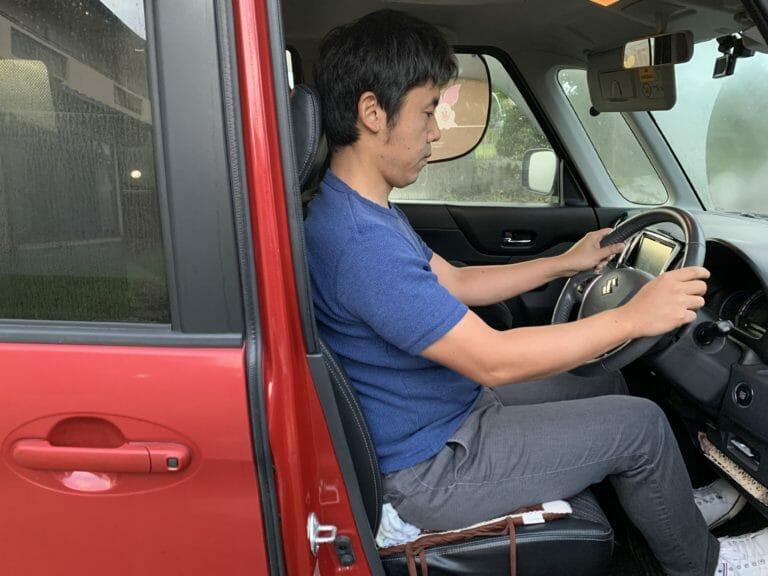 【発見!】長時間の運転による腰痛の解決法|ストレッチと座席対策