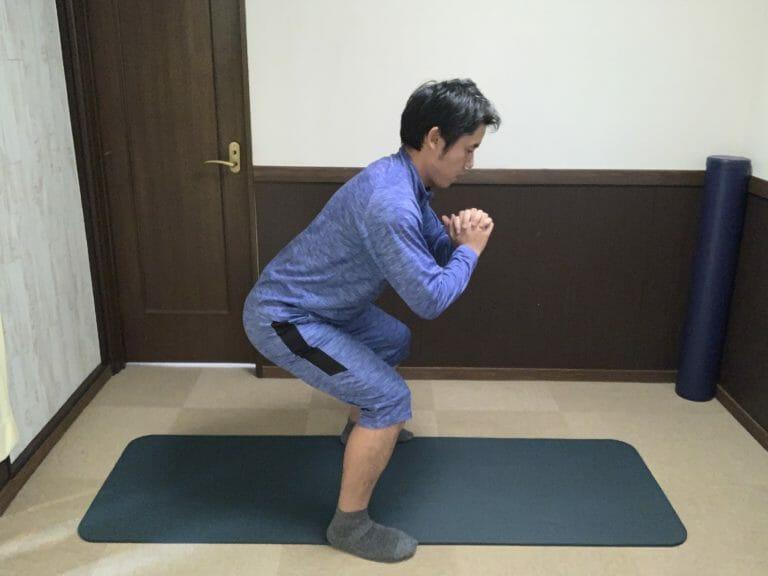 【腰痛の悩み解消】スクワットで腰を痛めてしまうのはなぜか?原因と対処法を解説